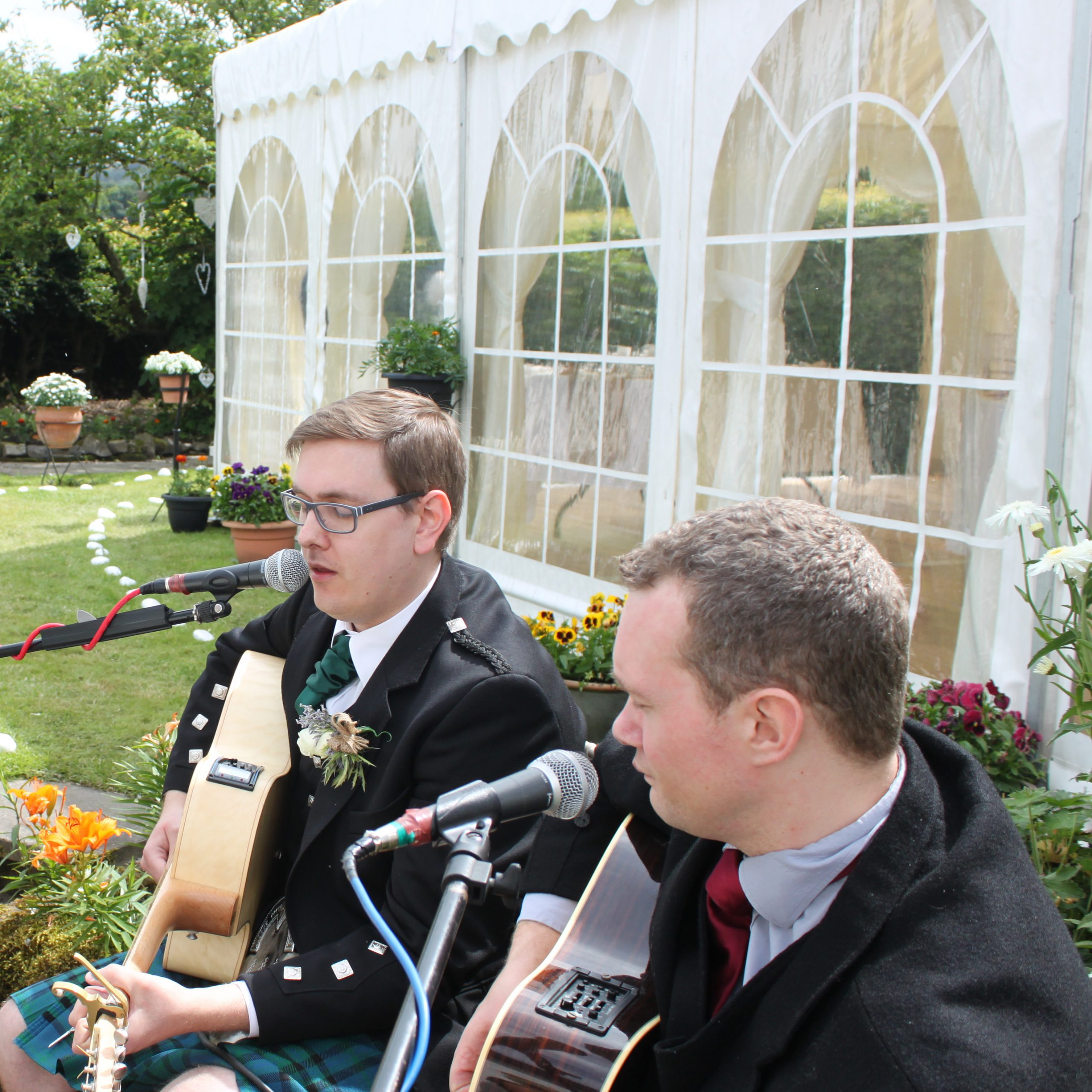 How to choose a wedding music band– The wedding band's perspective!